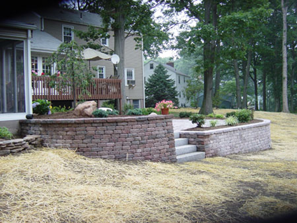 Interlocking Paver Retaining Walls In Connecticut