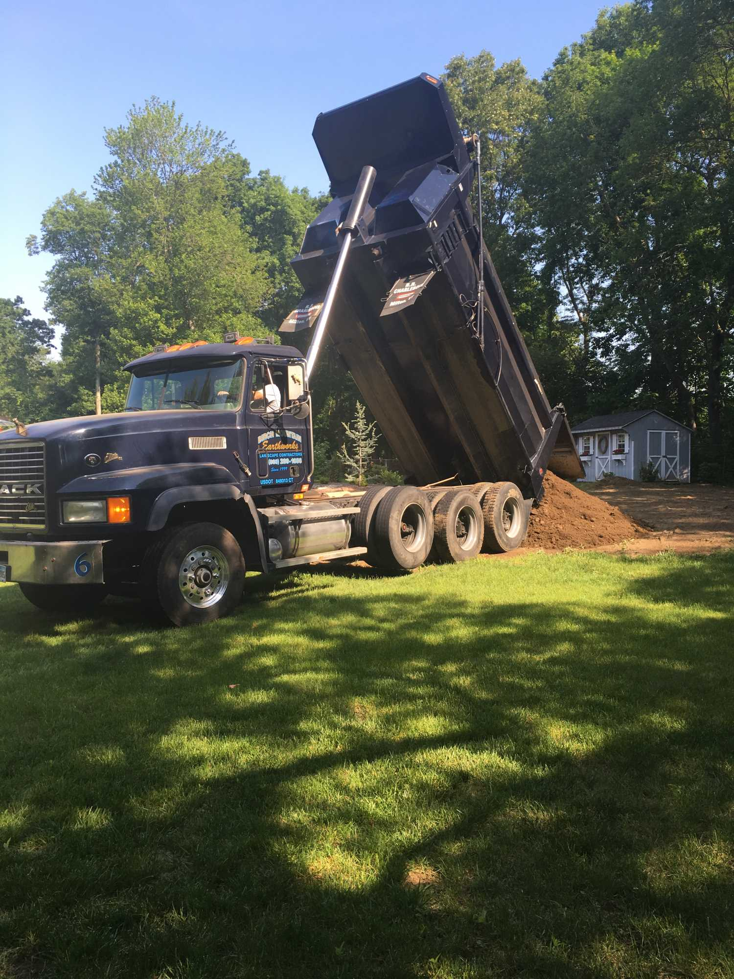 Topsoil Delivery CT | Screened Topsoil CT | Loam Delivery